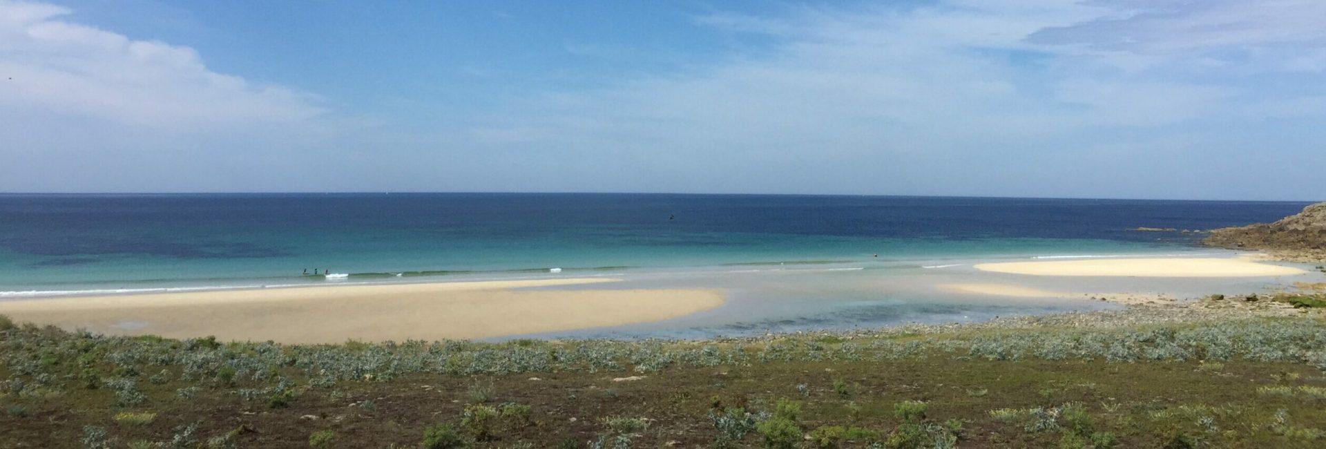 Strand mit Ebbe bei schönen Wetter